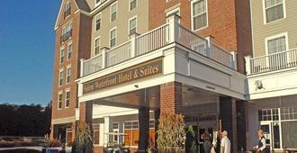 Salem Waterfront Hotel & Suites - Salem