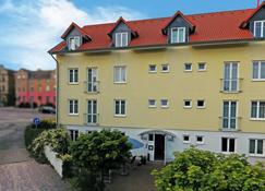 Dw Hotel Zur Sonne - Waren - Rakennus