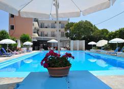 Angela Hotel & Apartments - Гувія - Pool