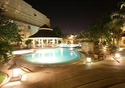 Waterfront Cebu City Hotel & Casino - Cebu City - Pool