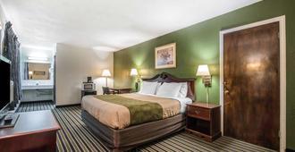 Econo Lodge Brattleboro - Brattleboro - Bedroom