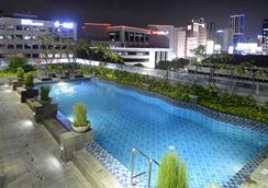皇冠太子酒店 - 泗水 - 泗水 - 游泳池
