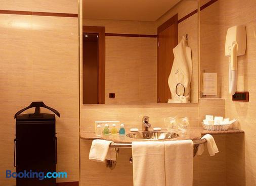 Hotel Silken Monumental Naranco - Oviedo - Bathroom