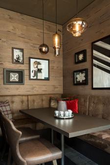 達沃斯阿美隆瑞士山中酒店 - 達弗斯 - 達沃斯 - 酒吧