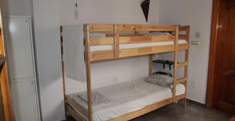 Easy Nerja Hostel - Nerja - Habitación