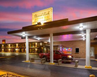 Starved Rock Motor Inn Travelodge by Wyndham - Streator - Gebouw