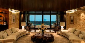 The Westin Abu Dhabi Golf Resort & Spa - Abu Dhabi - Living room