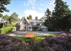 Glendavan House - Aboyne - Building