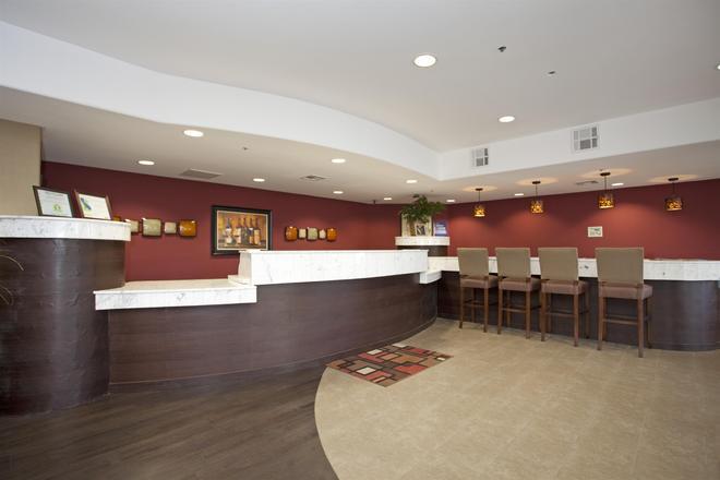 Best Western PLUS Wine Country Inn & Suites - Santa Rosa - Rezeption