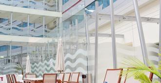 里昂皇冠假日酒店 - 雷昂 - 獅子城 - 游泳池