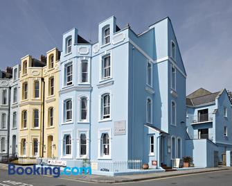 The Esplanade - Tenby - Edificio