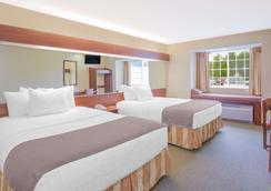 Microtel Inn & Suites by Wyndham Gassaway/Sutton - Gassaway - Bedroom