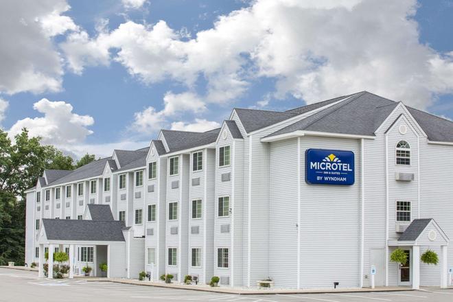 Microtel Inn & Suites by Wyndham Gassaway/Sutton - Gassaway - Building