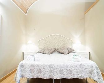 Le Erbe Guest House - Viterbo - Bedroom