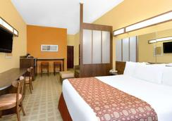 Microtel Inn & Suites by Wyndham Greenville/University Med - Greenville - Makuuhuone