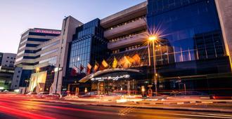 Crowne Plaza Dubai - Deira - Dubái - Edificio