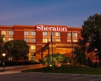 Sheraton Minneapolis West Hotel - Minnetonka - Building