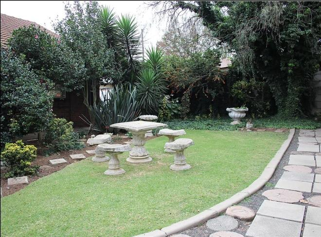 Nmb Guest House - Ermelo - Patio