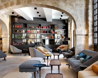 Boutique Hôtel Des Remparts - Ег-Морт - Lounge