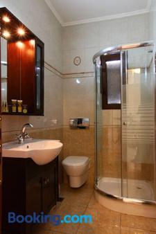 Faros Luxury Suites - Marathopolis - Bathroom