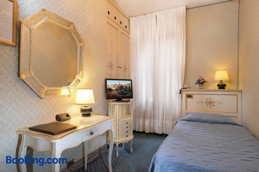 Hotel Rialto - Venice - Bathroom