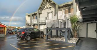 Wanderlust Inn - Ocean Shores - Building