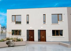 W8 Village - Manorhamilton - Edificio
