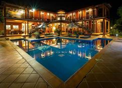 فيلا فيديسي - كامبوت - حوض السباحة
