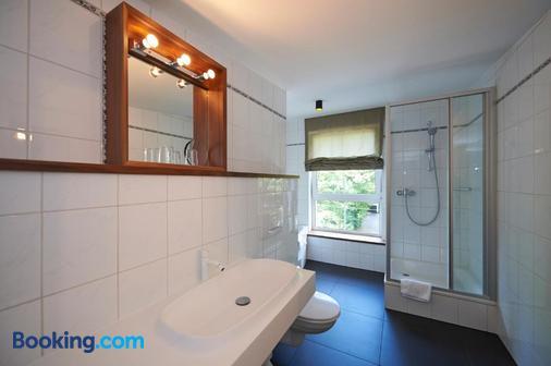 Prinz Myshkin Parkhotel - Munich - Bathroom