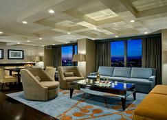 Crowne Plaza Chicago O'Hare Hotel & Conference Center - Rosemont - Living room