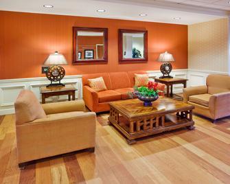 Hampton Inn & Suites Lanett-West Point - Lanett - Living room