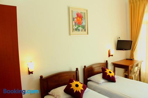 Holiday Fashion Inn - Negombo - Bedroom