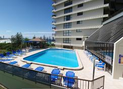 Gemini Court Holiday Apartments - Burleigh Heads - Pool