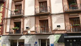 Hotel La Paz - Jaca - Edificio