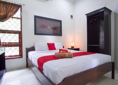 RedDoorz Syariah near Ngade Lake - Ternate - Bedroom