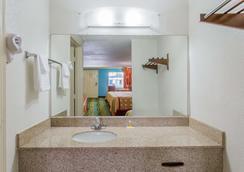 Days Inn by Wyndham Virginia Beach Town Center - Virginia Beach - Phòng tắm