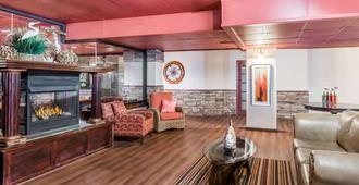 Howard Johnson Plaza by Wyndham Ocean City Oceanfront - Ocean City - Sala de estar