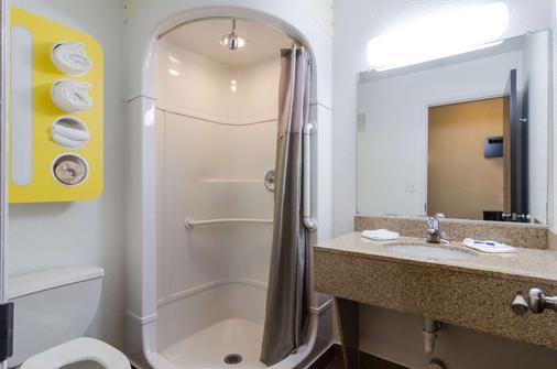 Motel 6 Seattle Sea-Tac Airport - SeaTac - Bathroom