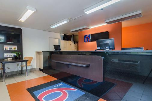 Motel 6 Seattle Sea-Tac Airport - SeaTac - Front desk