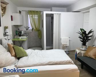 M & E Ferienwohnung - Bad Mergentheim - Bedroom