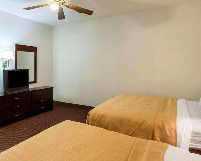 Quality Inn - Robinsonville - Bedroom