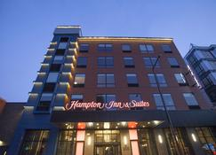 Hampton Inn and Suites by Hilton Downtown St. Paul, MN - Saint Paul - Building