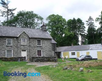 cosy ground floor disabled friendly room in farm house - Bala - Edificio