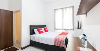 OYO 1598 Feby Inn Syariah - Jakarta - Bedroom