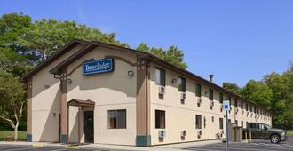 Travelodge by Wyndham Muskegon - Muskegon