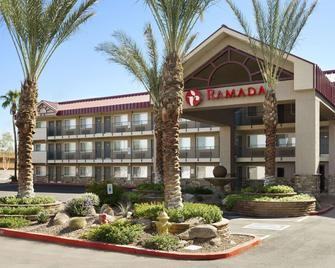 Ramada by Wyndham Tempe/At Arizona Mills Mall - Tempe - Building