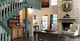 Windcrest Inn And Suites - Fredericksburg - Building