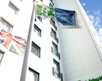 Holiday Inn Express London - Croydon - Croydon - Building
