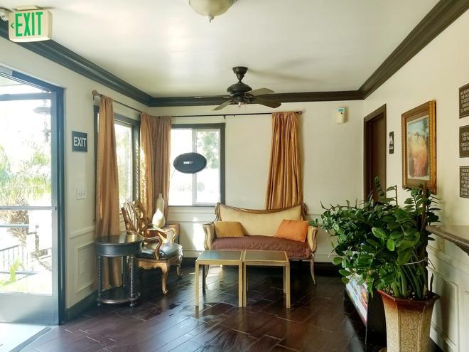 Casa Bella Inn - Los Angeles - Living room