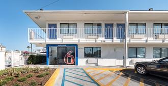 Motel 6 Mcallen - McAllen - Edificio